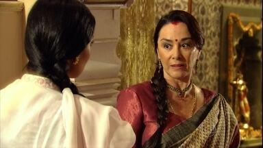 Kochi avisa a Maya que a família de Raj quer conhecê-la - Manu volta para casa e ouve questionamentos de Manu