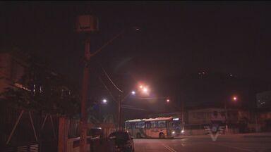 Prefeitura de Santos multa CPFL por não cumprir ítens do contrato - A empresa já foi notificada duas vezes por falta de rondas para verificar lâmpadas que ficam acesas durante o dia ou que estejam queimadas durante a noite.
