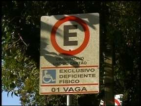 Estacionamento rotativo deve ter vagas gratuitas para deficientes - O estacionamento rotativo volta a funcionar no dia 20 de agosto, em Erechim, RS.