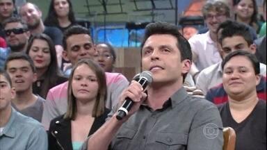 Ceará conta que não sabe quantas imitações sabe fazer - Humorista dá uma palinha de como faz o Márcio Canuto