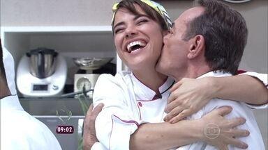 Confira os momentos de descontração de Miá Mello durante workshop do 'Super Chef' - Humorista se emociona com depoimento do namorado