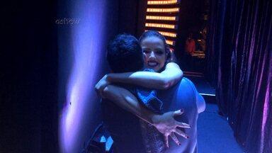 Agatha Moreira vibra com professor Leandro Azevedo nos bastidores - Veja imagens da atriz no backstage