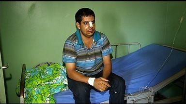 Motorista fala sobre acidente na BR-060, em Goiás - Vítima sofreu ferimentos, mas passa bem. Carro do condutor ficou destruído no engavetamento.