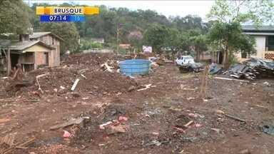 Moradores seguem contabilizando estragos de enchente em Coronel Freitas - Moradores seguem contabilizando estragos de enchente em Coronel Freitas