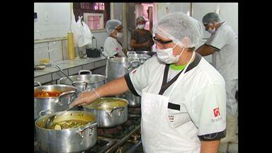 Em Santarém, pessoas que trabalham com alimentos procuram qualificação - Quem trabalha no ramo da alimentação precisa ter conhecimento de como manipular os ingredientes.