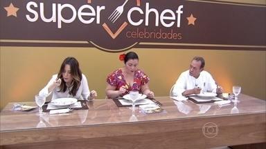 Beto Pimentel, Ludmilla Soeiro e a atriz Fernanda Vasconcellos foram os jurados da vez - Fernanda Vasconcellos e Beto Pimentel foram os primeiros a darem suas notas.