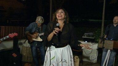 Cantora Fafá de Belém lança novo CD durante show no Rio de Janeiro - Depois de oito anos sem entrar em estúdio, a cantora lança um álbum de canções temperadas com o sabor do Norte.