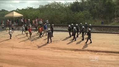 Ferrovia Carajás que estava interditada é liberada nesta quarta-feira (19) - Foi liberada agora a pouco a ferrovia Carajás, que estava interditada desde o final da tarde de ontem (18), no município de Tufilândia, no Vale do Pindaré.