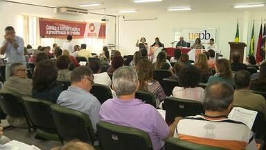 Assembleia decide por manter a greve na UEPB - Professores da universidade se reuniram no campus de Campina Grande