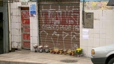 Força-tarefa investiga a participação de agentes públicos em chacina na Grande São Paulo - Em uma semana, os investigadores ouviram 15 testemunhas entre parentes, policiais militares da região e pessoas que viram as mortes. Segundo a Secretaria de Segurança, os ataques foram cometidos por dez pessoas. Um grupo atuou em Barueri e dois em Osasco.