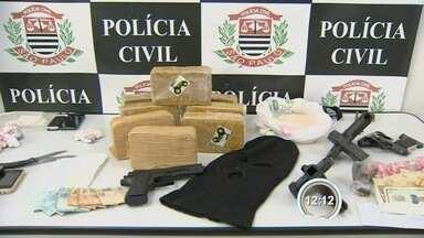 Polícia faz operação contra o tráfico em Taubaté, SP - Ao todo, sete pessoas foram presas na operação.