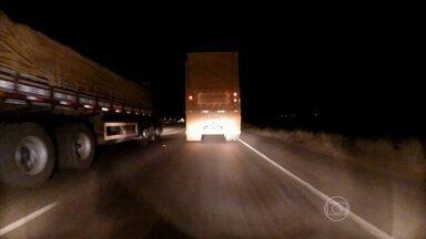 Caminhões que transportam cana circulam fora do horário em rodovias - Só este ano já são 300 autuações por excesso de peso nas estradas de Goiás. O estado é o segundo maior produtor de cana do país, atrás de SP.