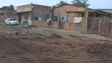 Moradores convivem com lama e poeira no bairro Escola de Polícia, em Porto Velho - Algumas ruas não estão asfaltadas e moradores sofrem com a poeira no período de calor e a lama no período de chuva.