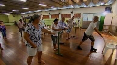 Dança ajuda pacientes com sequelas de AVC - O acidente vascular cerebral pode limitar bastante os movimentos. A terapia com dança é complementar à fisioterapia e trabalha a autoestima.