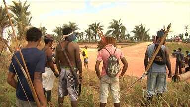 Índios Guajajaras seguem interditando Estrada de Ferro Carajás no Maranhão - Na última sexta-feira (21), índios Guajajaras interditaram a Estrada de Ferro Carajás (EFC) na região de Alto Alegre do Pindaré (MA). O protesto é contra o não cumprimento de um documento elaborado pela mineradora Vale e pelos índios. Eles alegam que alguns pedido feito por eles foram deixados de fora.