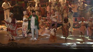 Ganhadeiras de Itapuã encantam a plateia em show no Teatro Castro Alves, em Salvador - Veja como foi a festa repleta de convidados especiais.
