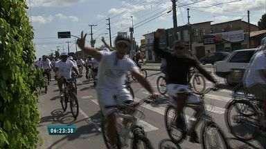 Centenas de pessoas se reúnem em passeio ciclísticos pela paz, em Fortaleza - Participantes incentivaram a adoção de uma vida mais saudável.