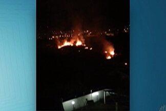 Queimada atinge o Parque Santana, em Mogi, neste domingo (23) - Moradora do local diz que o fogo durou várias horas.