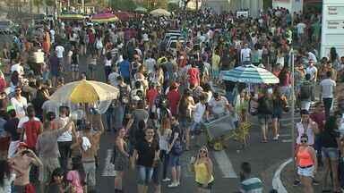 Parada do orgulho LGBT reuniu milhares em Ribeirão Preto, SP - Participantes acompanharam o trio elétrico da Avenida Nove de Julho até a Presidente Vargas.