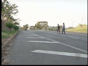 Moradores de Adamantina pedem por construção de passarela - Estrutura ligaria os bairros Parque do Sol e Jamil de Lima.