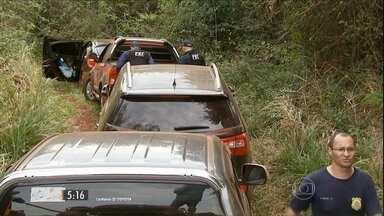 Carros roubados no Paraná vão parar na fronteira com Paraguai - Os veículos são usados no contrabando e transporte de drogas e de armas.