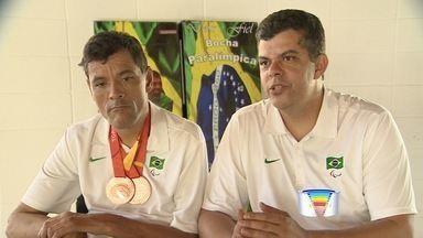 Com apoio do irmão, atleta de Jacareí conquista duas medalhas no Parapan - Atleta conquistou dois bronzes no Canadá.