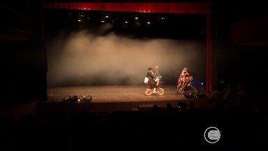 Público prestigia abertura do Festival de Teatro Lusófono - 6ª edição do evento acontece em Teresina de 24 a 30 de agosto. Participam grupos de Moçambique, Angola, Cabo Verde, Portugal e Brasil.