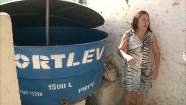 Moradora de Patos, na Paraíba, reutiliza água da piscina para enfrentar a crise hídrica - A medida tem evitado o desperdício e ajudado a economizar dinheiro.