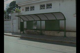 Cruz Alta, RS, começa a receber novos abrigos de ônibus - Projeto prevê a instalação de cerca de 20 paradas.