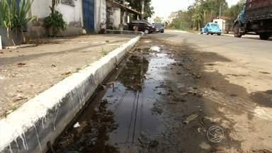 Zé do Bairro confere reclamação de moradores de Resende, RJ - Quem vive na Nova Liberdade sofre com a falta de bueiros.