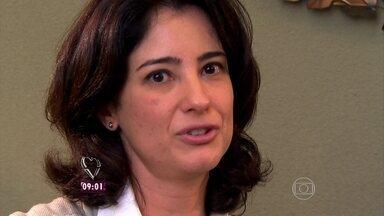 Oftalmologista Ana Paula Rodrigues tira dúvidas sobre os flashs nos olhos dos bebês - Ana Maria reforça a importância do uso de óculos escuros em bebês a partir de 1 ano