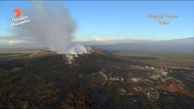Vulcão Kilauea, no Havaí, entra em erupção - A lava incandescente desceu pela encosta do lado lesta da montanha, onde moram quase 500 pessoas. Equipes acompanham de helicóptero o trajeto da lava.