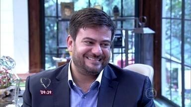Bruno Astuto comenta a estreia de 'A Regra do Jogo' - Colunista fala do estilo das personagens da novela das 9
