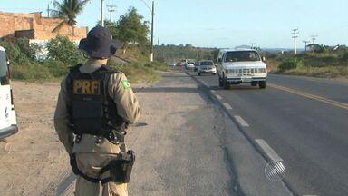 Reportagem flagra motoristas colocando a vida em risco com ultrapassagens proibidas - A Polícia Rodoviária Federal montou uma operação para combater esse tipo de infração.