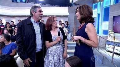 Fátima Bernardes agradece a presença de portugueses na plateia - Apresentadora lembra que as pessoas podem mandar sugestões de assuntos para o programa