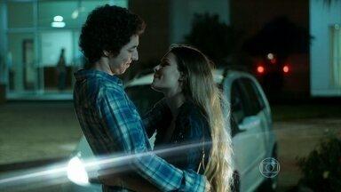 Bruno declara que ama Stephanie - O filho de Alex aconselha Guilherme a voltar para Angel