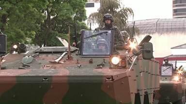 Milhares de pessoas acompanham as comemorações do sete de setembro - Em Londrina teve desfile das escolas municipais. Em Apucarana, o destaque foi o exército, que levou caminhões e tanques de guerra.