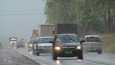 Movimento nas estradas é intenso nas principais rodovias da região norte do Paraná - Teve acidentes nas estradas da região. Pra quem anda de caminhão a partir de amanhã a viagem vai ficar mais cara.
