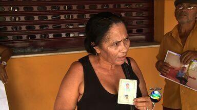 Famílias procuram por parentes no Quadro Desaparecidos - Famílias procuram por parentes no Quadro Desaparecidos.