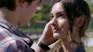 Luciana conta para Rodrigo que terminou o namoro com Luan - Luan desabafa com Sueli. O rapaz pergunta se ainda tem chances com Luciana, mas Sueli prefere não se meter no namoro da filha. Vanda aconselha Luan