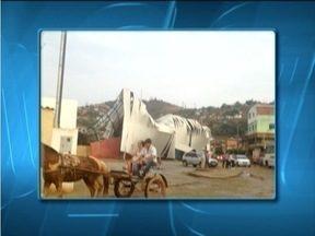 Chuva causa estragos em Mutum, Vale do rio Doce - Cobertura da quadra poliesportiva da cidade ficou destruída.