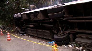 Moradores do Sul do Rio falam sobre tragédia em Paraty, na Costa Verde - 15 pessoas morreram e 62 ficaram feridas após ônibus lotado tombar no domingo (6).