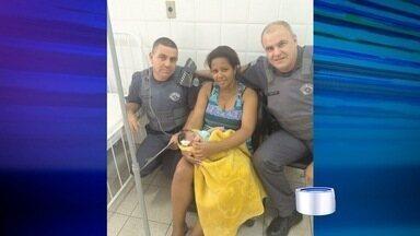 Policial de Cruzeiro salvou a vida de um bebê engasgado - Mãe procurou ajuda na companhia de polícia depois que o filho, de seis dias, engasgou enquanto era amamentado.