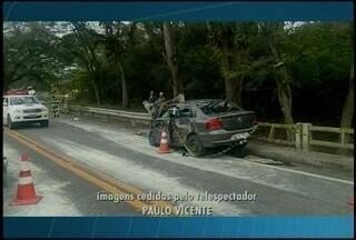 Acidente termina em morte na rodovia que liga Teresópolis ao Rio de Janeiro - Batida deixou BR-116 com fluxo em meia pista.