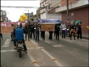Servidores estaduais voltam a protestar em Pelotas e região. - Em Canguçu teve ameaça de bomba em frente a um banco