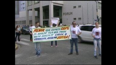 Familiares de empresário morto realizam protesto em Rio Grande, RS - Jonas Pereira das Neves foi morto em agosto deste ano.