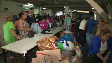 Voluntários se unem para ajudar as vítimas da chuva granizo em Foz - No Caic do Porto Meira foi montada uma central para ajudar essas famílias.