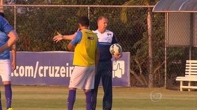 Na base da conversa, Mano incentiva jovens e acerta o Cruzeiro para enfrentar o Flamengo - Na base da conversa, Mano incentiva jovens e acerta o Cruzeiro para enfrentar o Flamengo