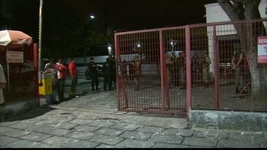 Torcidas organizadas se envolvem em confusão na Zona Norte do Recife - Lojas amanheceram com tapumes e moradores ficaram assustados