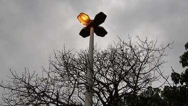 Moradores reclamam de falta de iluminação no Jardim Nova Esperança, em Goiânia - População afirma que não há iluminação suficiente nas ruas do bairro.